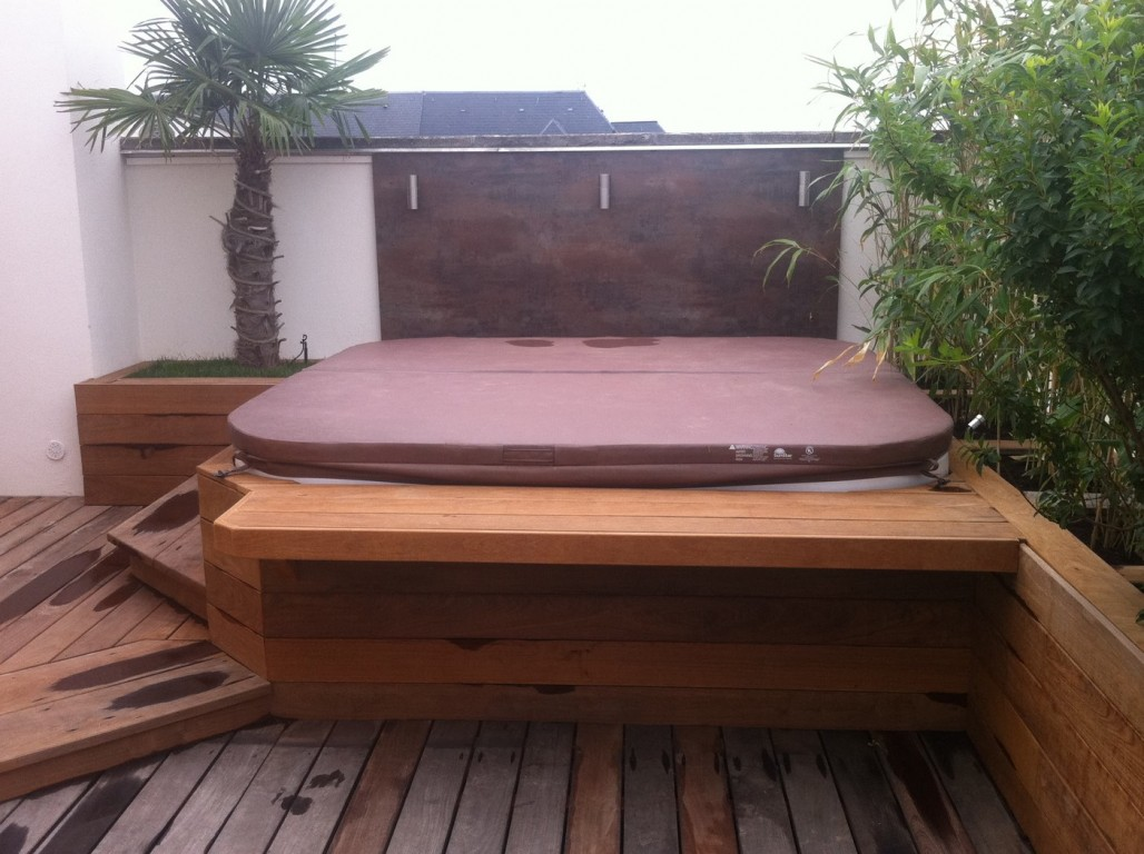 jacuzzi extrieur sur terrasse simple location vacances. Black Bedroom Furniture Sets. Home Design Ideas